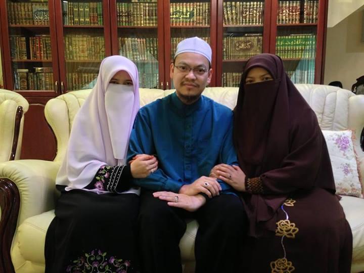 Gambar Ustaz Zaharuddin Dengan Dua Orang Isterinya
